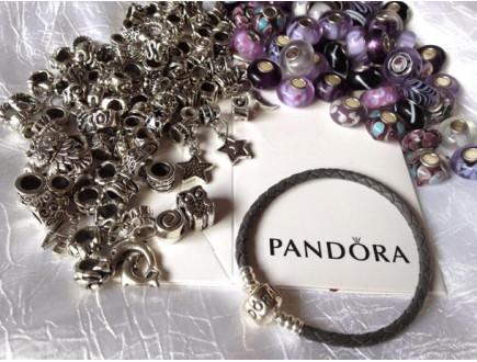 Pandora vam poklanja kožnu narukvicu!