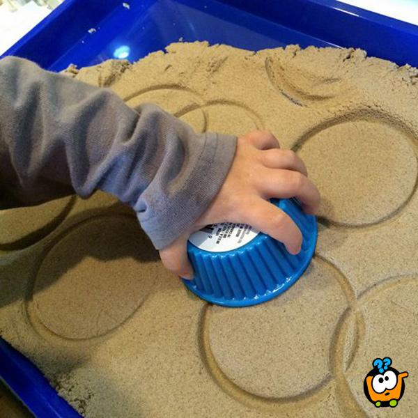 Kinetički pesak u boji za igru - Set od 600g peska + modle