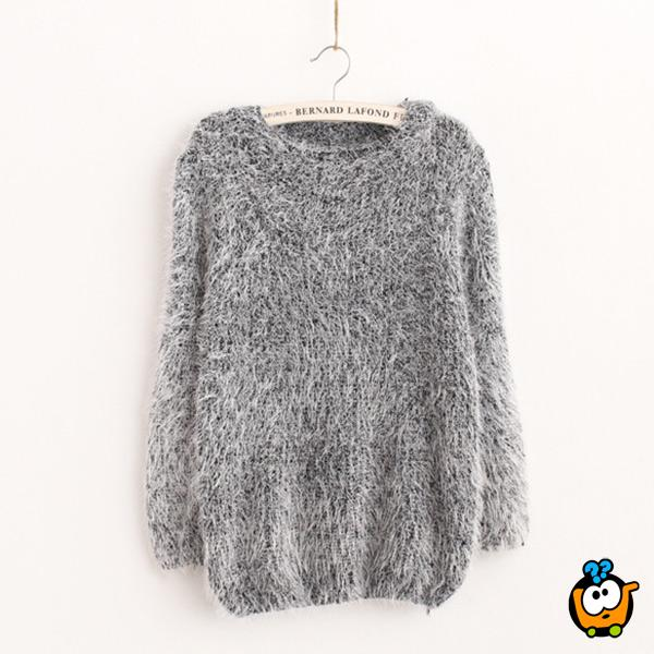 Čupavi ženski džemper u sivoj boji