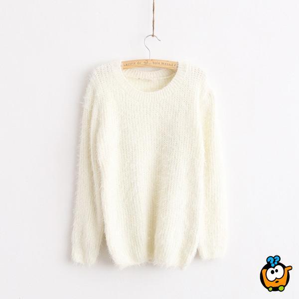 Klasičan čupavi ženski džemper u beloj boji