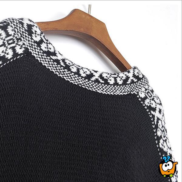 Moderan pončo crne boje sa belim detaljima