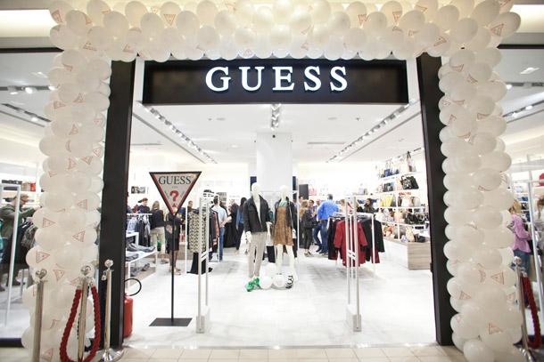 Zvezde podržale novi Guess White koncept!