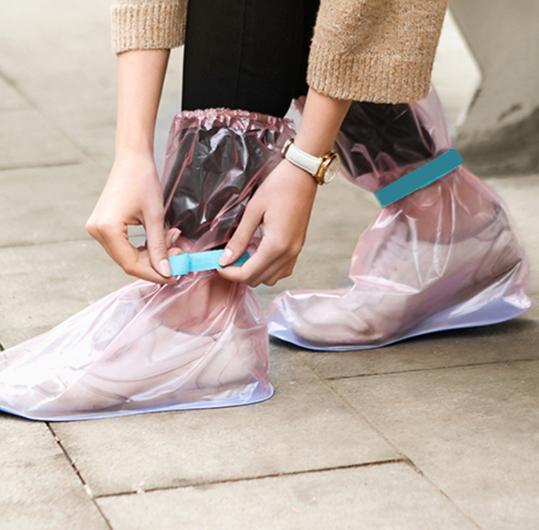 Koliko Vas je puta ovog meseca iznenadila kiša? Ako se to desilo, da li ste čuli za kabanicu za obuću?
