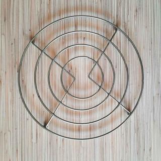 Metalni podmetač za šerpe, tiganje i tanjire
