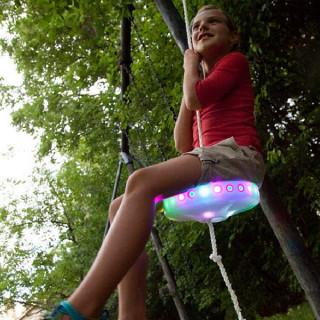 Svemirska svetleća ljuljaška za najbolju avanturu u dvorištu