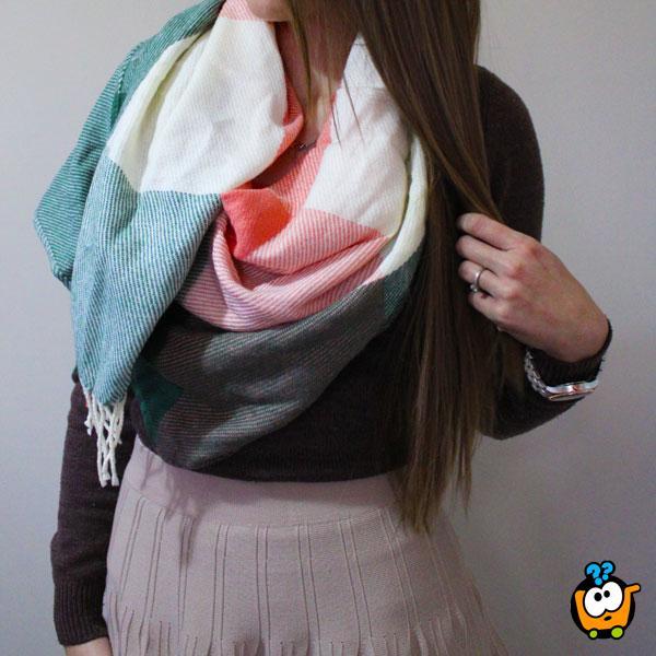 Zimske ešarpe karo dezena za stilizovan izgled