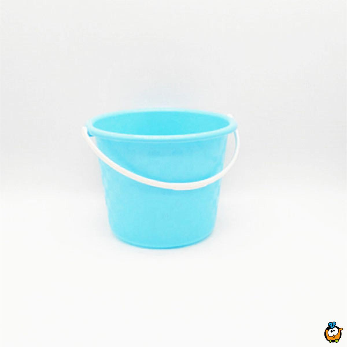 Mala plastična prenosiva kofa