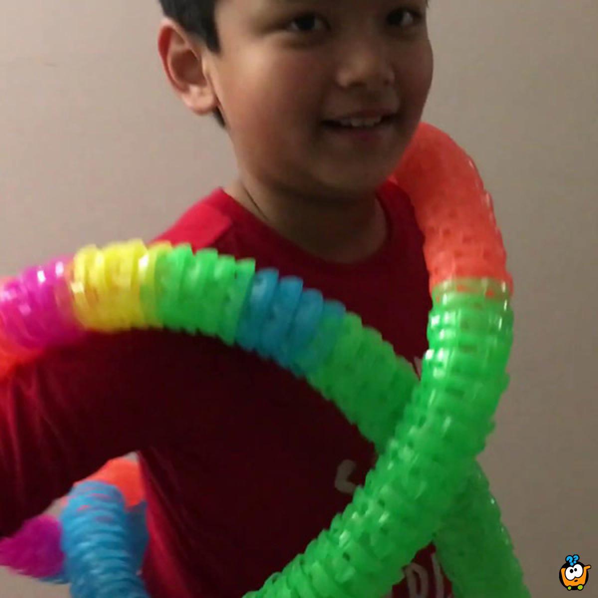 Twister Tubes - Magičan tunel kroz koji prolazi svetleći motor