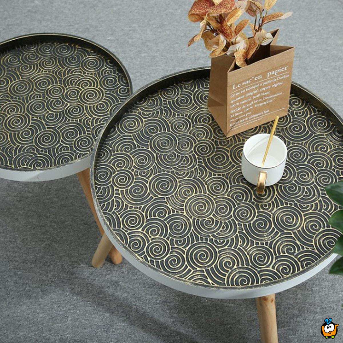 Vintage kafe stočić sa drvenim nogarima